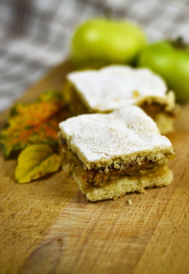 Natura morta di autunno con la torta di mele immagini stock libere da diritti