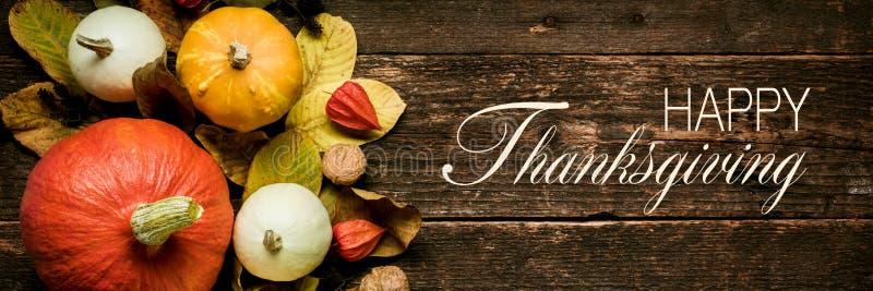 Natura morta di festa e di Autumn Harvest Bandiera thanksging felice Selezione di varie zucche su fondo di legno scuro fotografia stock libera da diritti
