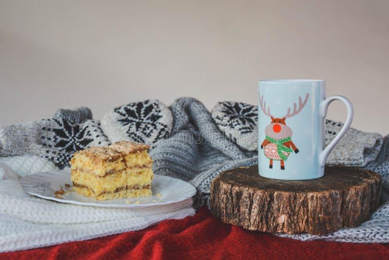 Natura morta di Natale con il dessert e la bevanda calda immagine stock