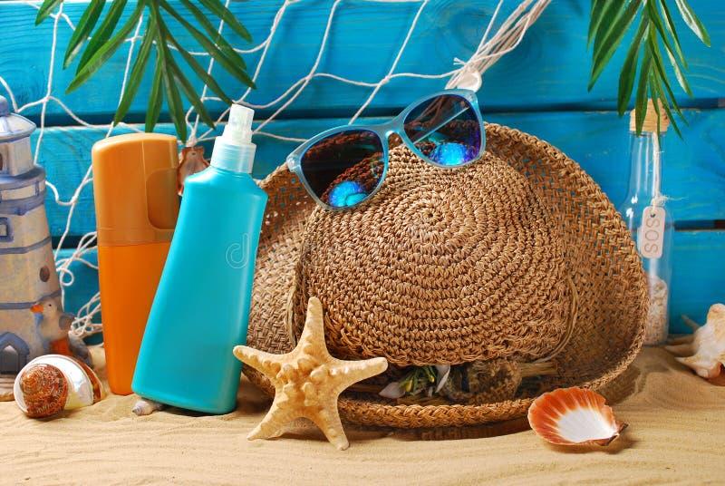 Natura morta di protezione di Sun sulla spiaggia immagine stock libera da diritti