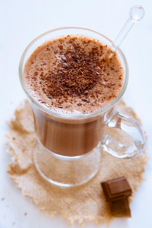 Natura morta di un vetro di cioccolata calda fotografia stock