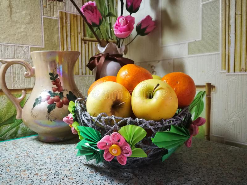 Natura morta semplice con i frutti immagine stock