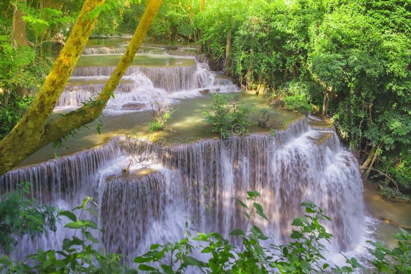 Natural bonito da cachoeira de Huay Mae Khamin, Kanchanaburi pro fotografia de stock