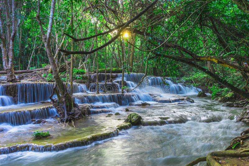Natural hermoso de la cascada de Huay Mae Khamin, Kanchanaburi favorable foto de archivo libre de regalías