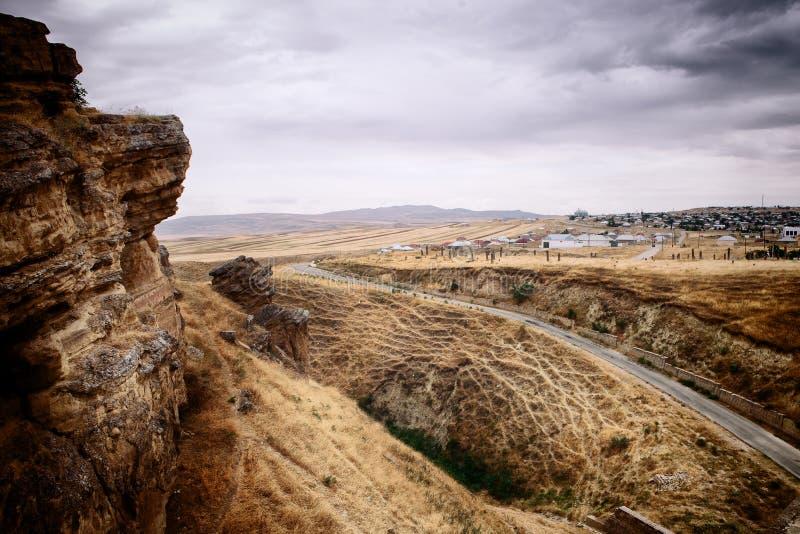 Naturaleza alrededor de Diri Baba Mausoleum en Maraza Gobustan, Azerbaijan imagen de archivo