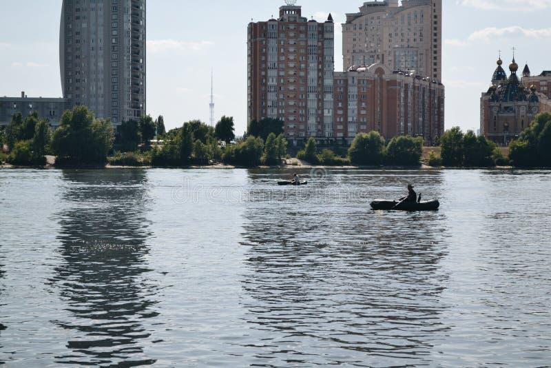 Naturaleza de Kievskaya Agua Dnieper reconstrucción Tien Shan Verano calor stroll Construcción Pesca fotos de archivo libres de regalías