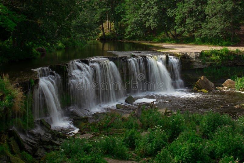 Naturaleza de la cascada imagen de archivo libre de regalías
