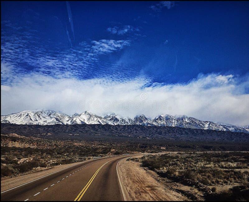 naturaleza del blanco de la montaña de la naturaleza fotos de archivo libres de regalías