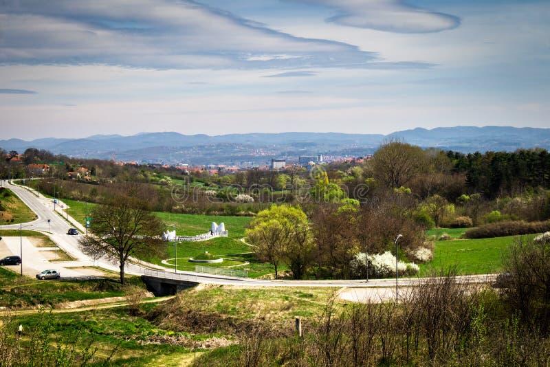 Naturaleza en un parque en primavera temprana imagen de archivo