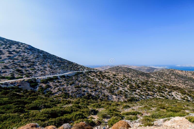 Naturaleza hermosa de la isla de Antiparos de Grecia con agua azul cristalina y las visiones que sorprenden imagen de archivo