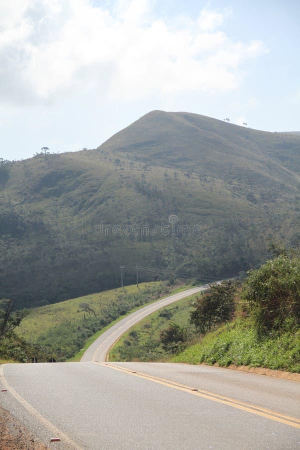 Naturaleza Lavras Minas Gerais Brazil de la montaña de MG 354 de la carretera del paisaje imagenes de archivo
