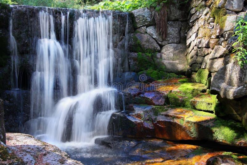Naturaleza relajante del paisaje de la cascada fotografía de archivo libre de regalías