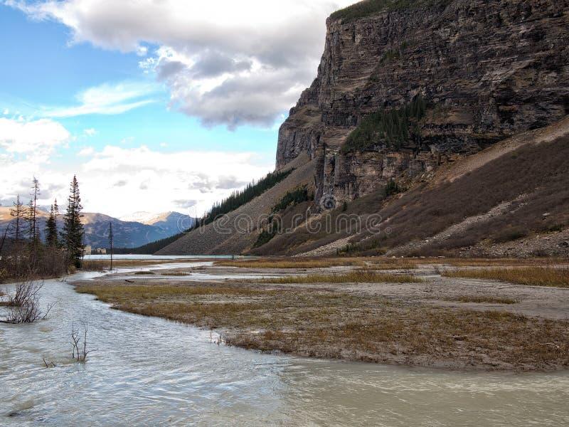 Naturaleza salvaje en Rocky Mountains, el río y la montaña foto de archivo libre de regalías
