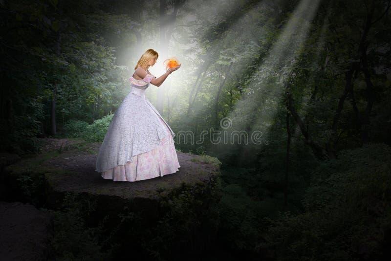 Naturaleza surrealista, magia, fantasía, princesa, luz foto de archivo