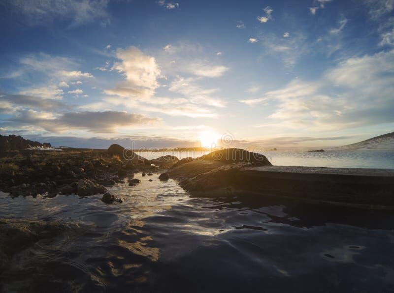 Naturalna błękitna laguna, naturalny kąpielowy geotermiczny zdrój w Iceland przy zmierzchem obraz stock