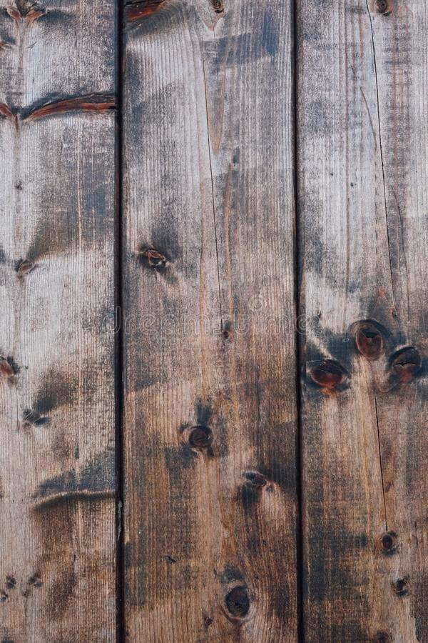 Naturalna ciemnego brązu nieociosana drewniana tekstura dla tła Drewno Zaszaluje t?o obraz stock
