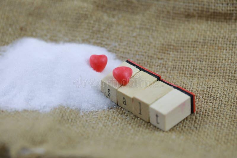 Naturalna morze sól z czerwoną miłością zdjęcia stock