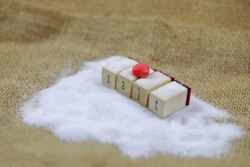 Naturalna morze sól z czerwoną miłością fotografia stock