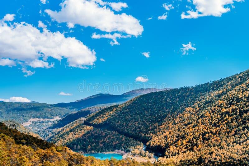 Naturalna sceneria Blue Moon dolina w Yulong Śnieżnej górze, Lijiang, Yunnan, Chiny zdjęcia stock