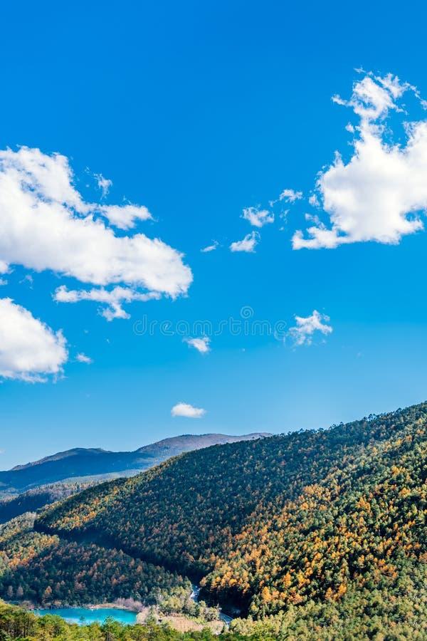Naturalna sceneria Blue Moon dolina w Yulong Śnieżnej górze, Lijiang, Yunnan, Chiny zdjęcie royalty free
