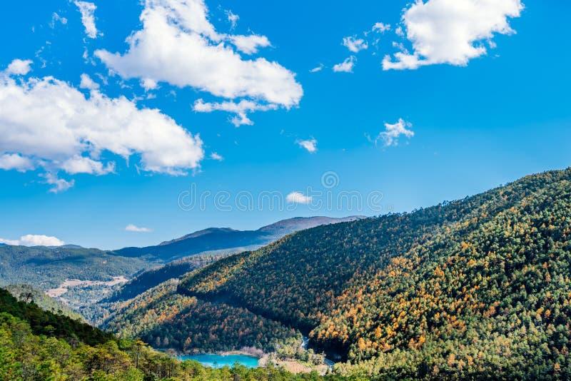 Naturalna sceneria Blue Moon dolina w Yulong Śnieżnej górze, Lijiang, Yunnan, Chiny obraz royalty free