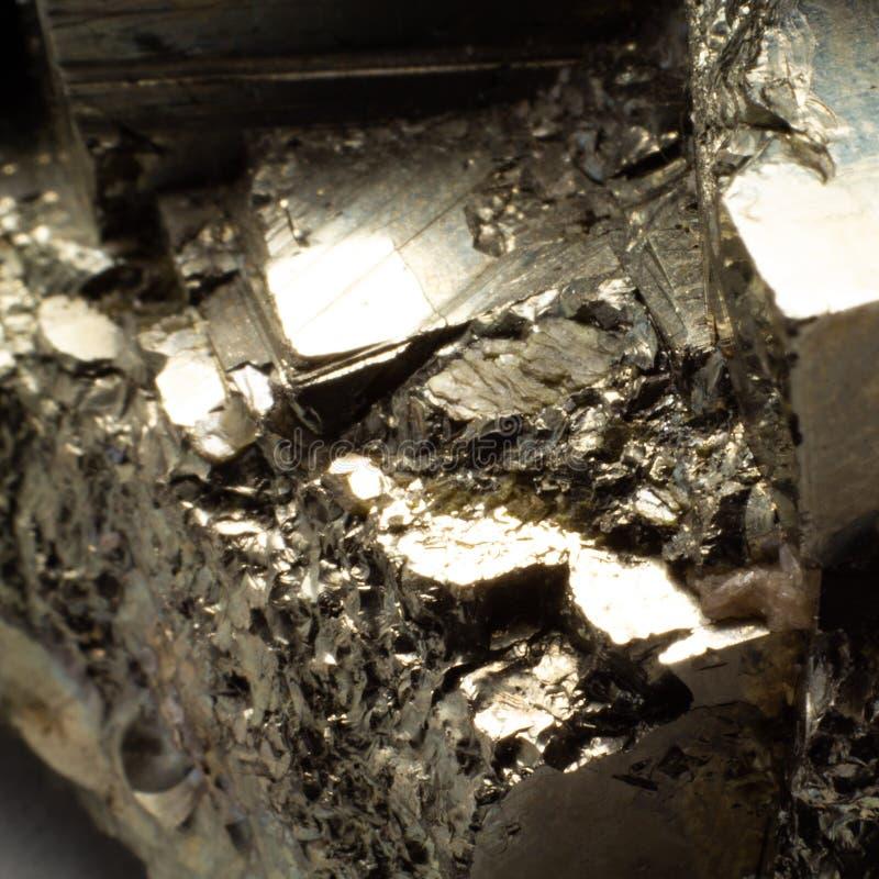 Naturalnego złotego pirytu makro- tekstura obrazy royalty free