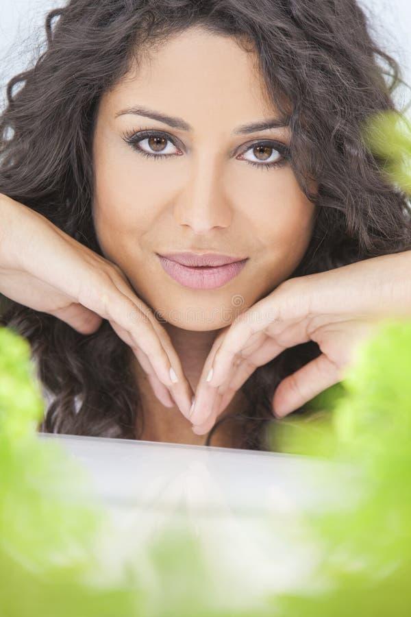 Naturalnego zdrowia pojęcia kobiety Piękny ono Uśmiecha się obraz stock