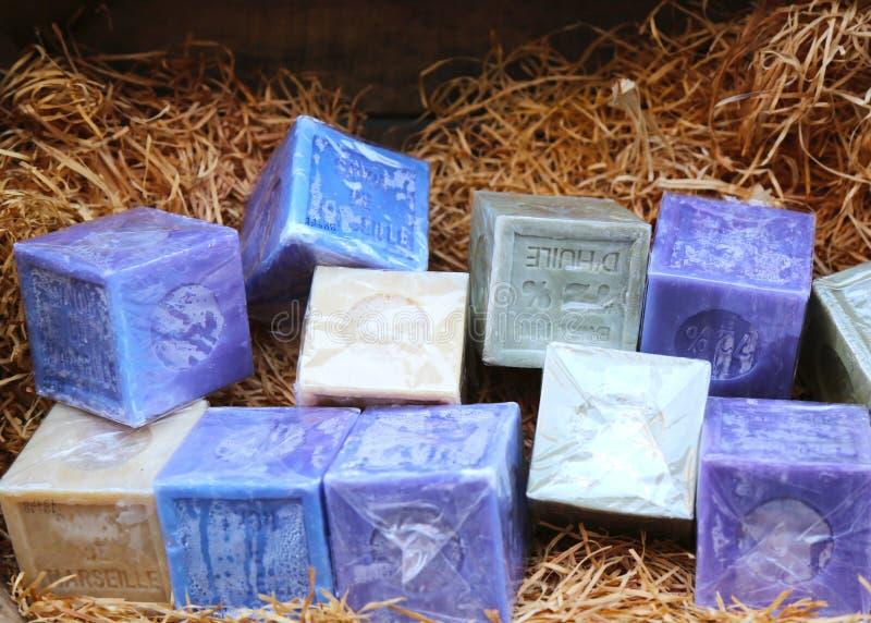 Naturalni mydło bary w koszu w Avignon, Francja zdjęcia stock