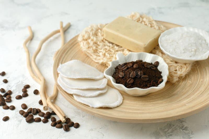 Naturalni składniki dla Domowej roboty ciała cukieru soli Kawowej pętaczki Oliwią piękno zdroju pojęcia ciała skóry naturalną org obrazy stock