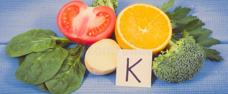 Naturalni składniki jako źródło potas, witamina K, kopaliny i włókno, fotografia royalty free