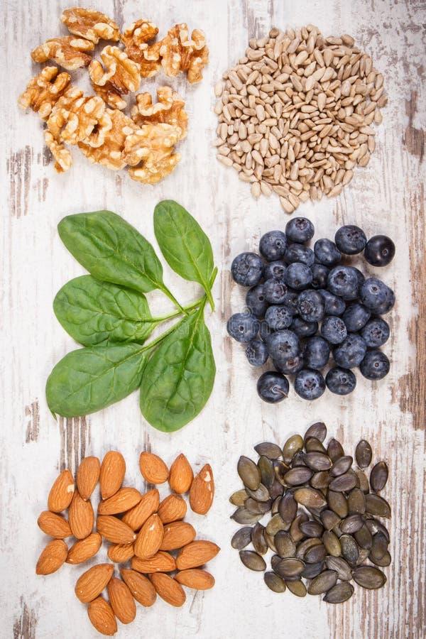 Naturalni składniki jako źródło witamina E, kopaliny i żywienioniowy włókno, zdjęcia royalty free