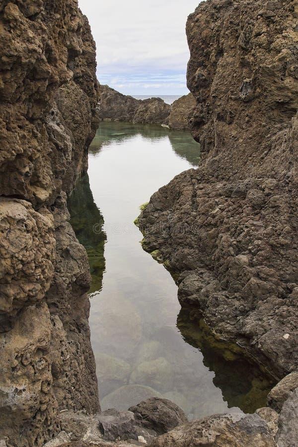 Naturalny basen lawowy w Porto Moniz na Maderze fotografia royalty free