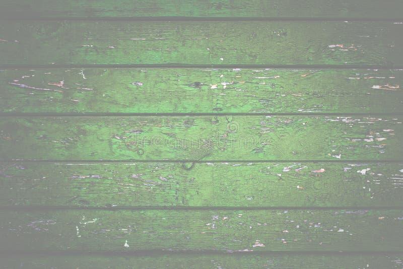 Naturalny drewniany tło Stary malujący w zielonych deskach fotografia royalty free