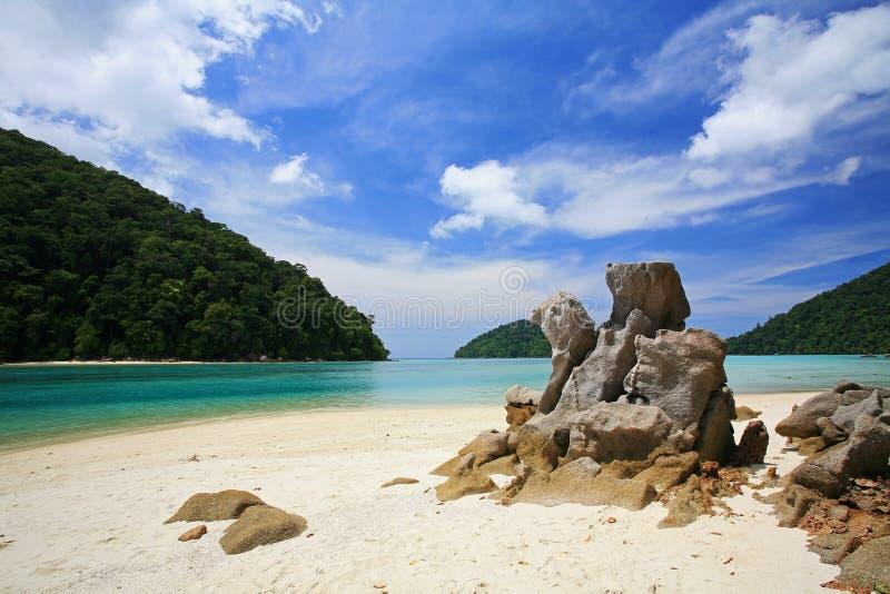Naturalny kamienia łuk przy plażą w Kho Surin zdjęcie stock