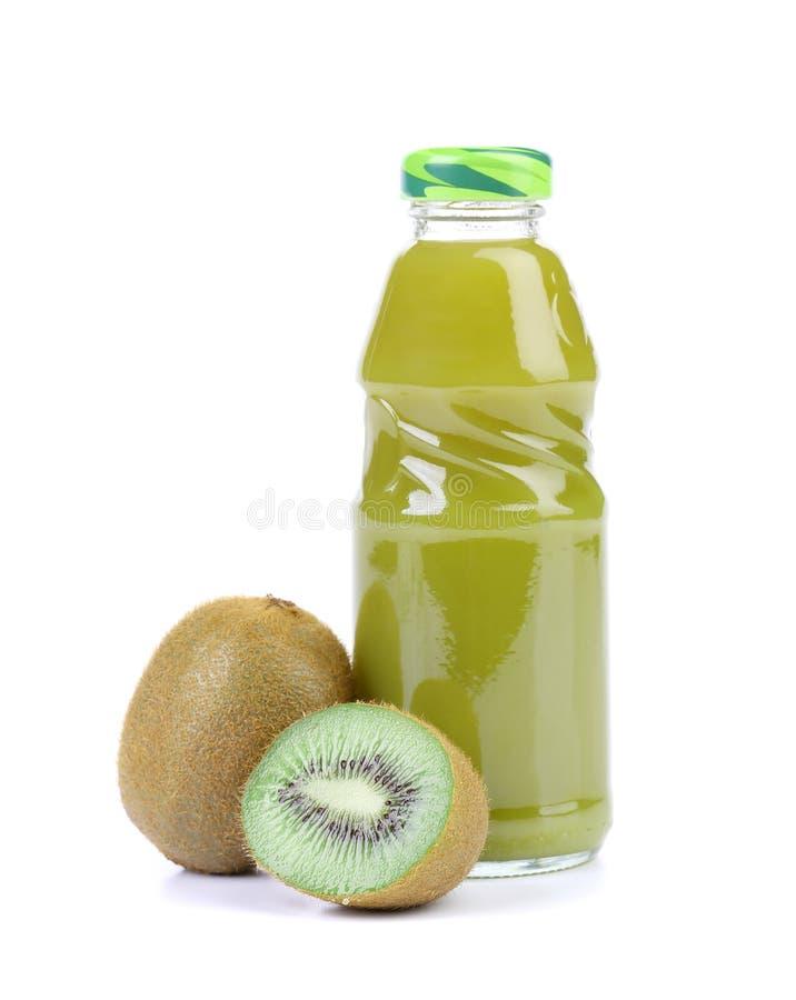 Naturalny kiwi i butelka sok. zdjęcie royalty free
