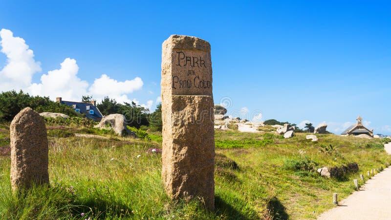 Naturalny parkland w Ploumanac ` h miejscu w Brittany obraz royalty free