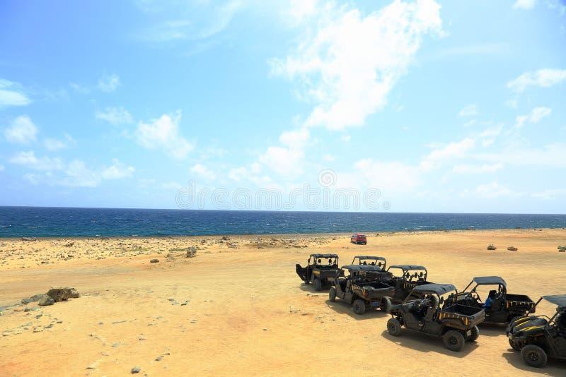 Naturalny piękno Aruba Północnego wybrzeża drogi UTV Aruba wycieczka turysyczna Zadziwiający kamień pustyni krajobraz i niebieski fotografia royalty free