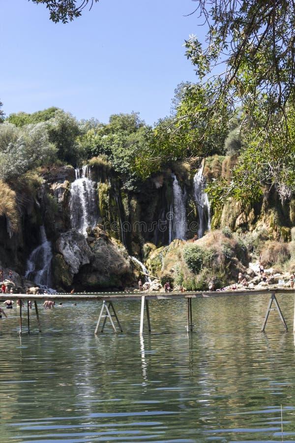 Naturalparklamd των καταρρακτών Kravica στοκ εικόνα