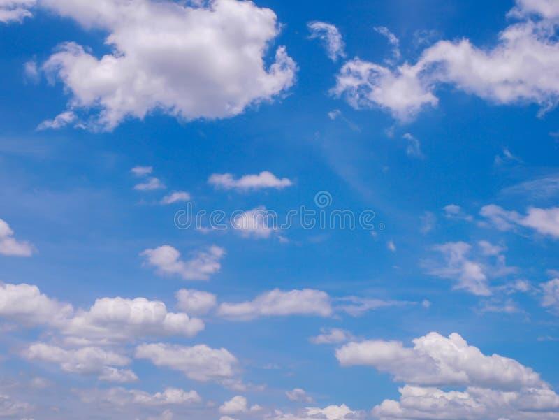 Nature de nuage blanc de ciel bleu belle image libre de droits