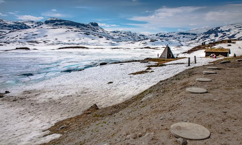 Nature glaciale froide scandinave, montagnes de haukeli de lac tout près images libres de droits