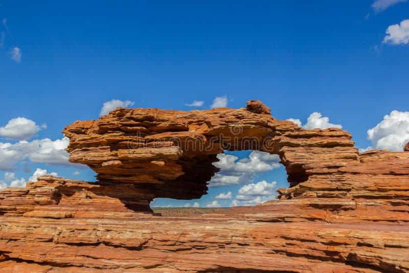 Nature' окно s, естественная горная порода свода в национальном парке Kalbarri на солнечный день стоковая фотография