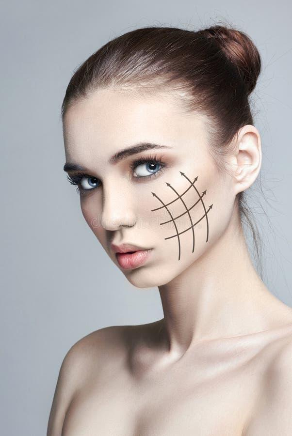 Nature pure de peau de beauté, visage de beauté de soins de la peau, femme, maquillage, remontée du visage de levage, ligne, mass photo libre de droits