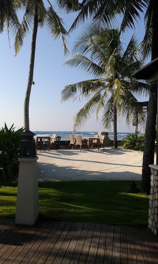 Naturel-Meer mit Hausgarten in Sri Lanka lizenzfreie stockbilder