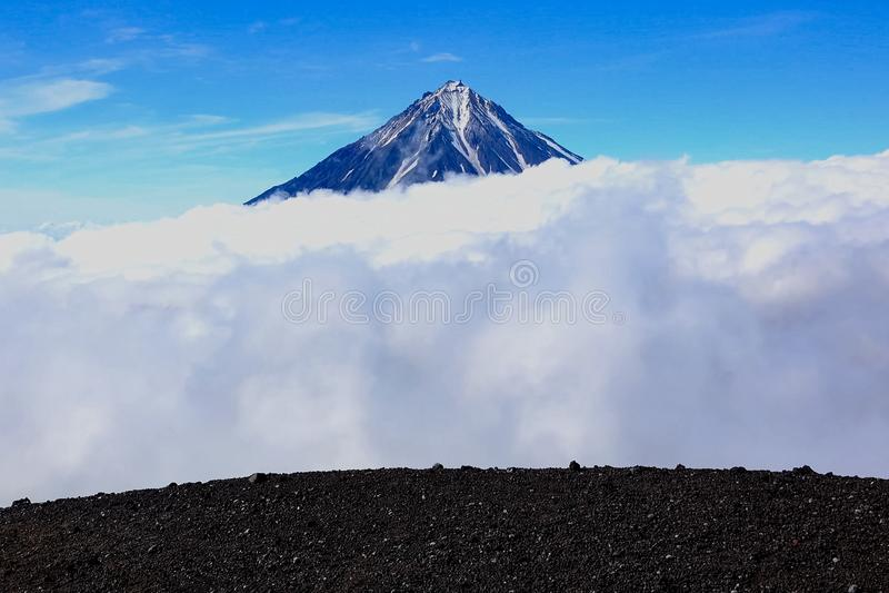 Naturen av Kamchatka, bergen och volcanoes av Kamchatka arkivbild