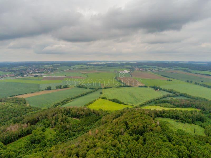Naturen parkerar landskap i Brno från ovannämnt, Tjeckien royaltyfri bild