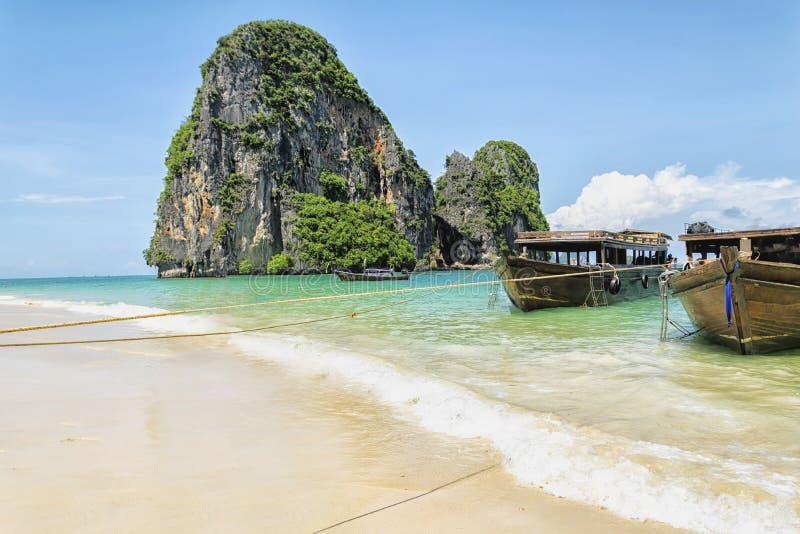 Natureza bonita com um parque do barco Mar em Phuket fotografia de stock