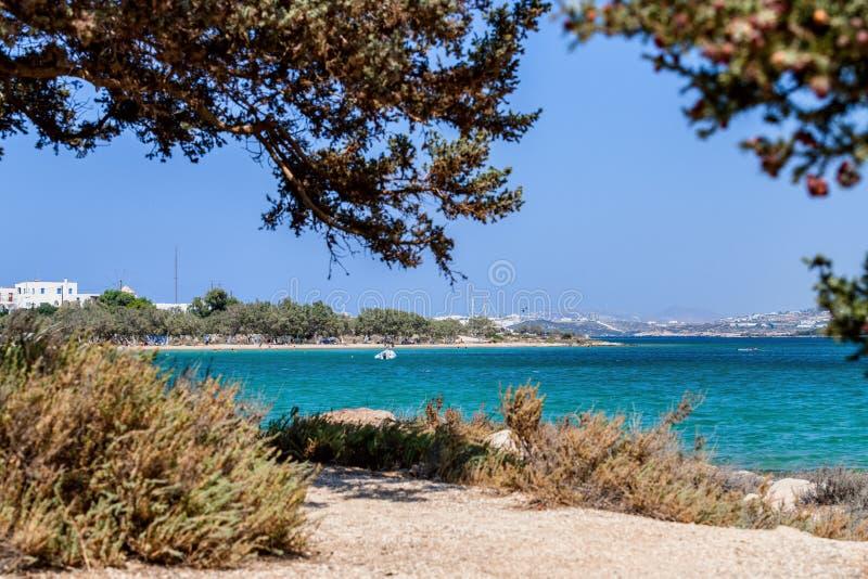 Natureza bonita da ilha de Antiparos de Grécia com água azul de cristal e vistas de surpresa imagem de stock royalty free