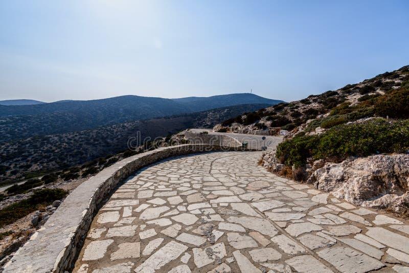 Natureza bonita da ilha de Antiparos de Grécia com água azul de cristal e vistas de surpresa fotos de stock