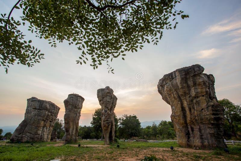 natureza bonita durante o tempo do nascer do sol em Stonehenge imagens de stock royalty free