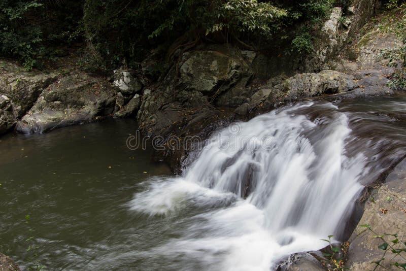 Natureza bonita na cachoeira do la-U do Pa no parque nacional de Kaeng Krachan, Hua Hin, província de Prachuap Khiri Khan, Tailân fotografia de stock